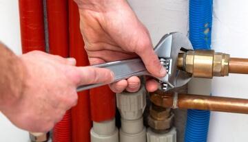 Меняем старые трубы водопровода. Из какого материала собирать новую систему?