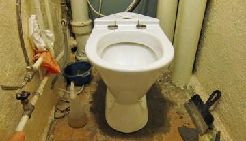 Установка унитаза в хрущёвке: особенности замены сантехники в старых домах